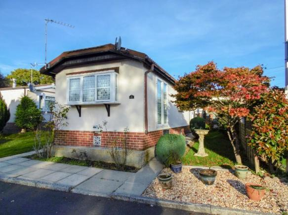 2 Bedroom Park Home For Sale In Barnes Road Bournemouth Dorset