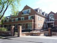 2 bedroom Flat in Gower Road, Weybridge...