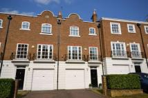 Town House to rent in Grosvenor Place...
