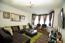 4 bedroom house in Oval Road South...