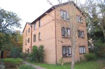 Flat to rent in Neville Court...