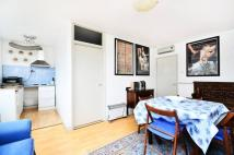Studio flat in Mount View Road...