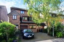 4 bed house in Finsbury Park Avenue...