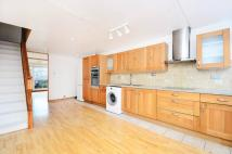 3 bedroom Maisonette in Henfield Close, Archway...
