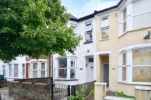3 bed property in Long Lane, East Finchley...