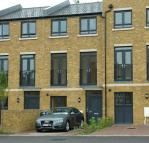 Town House to rent in CALDWELL CLOSE, Woolwich...