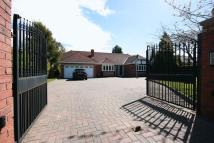 Detached house in Middle Drive...