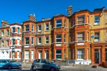 2 bedroom Flat in Crewdson Road, Oval...