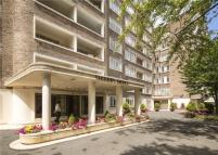 3 bed Flat in Viceroy Court...
