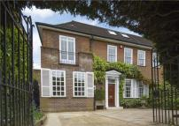 6 bedroom semi detached property for sale in Clifton Hill...
