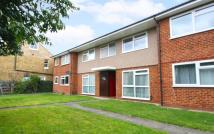 Flat to rent in Wendover Road...
