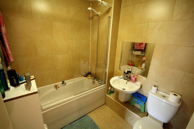 Bathroom (Main)