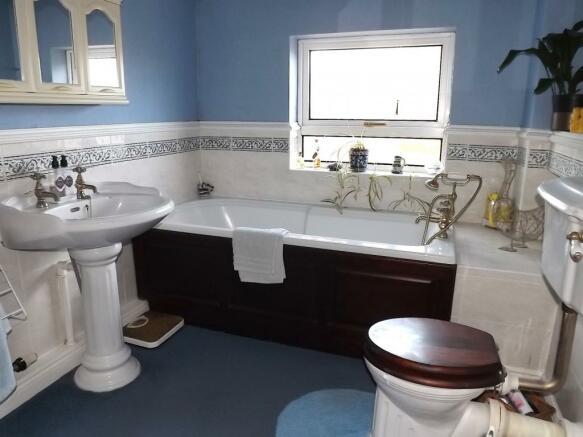 En-Suite Bathroom Su