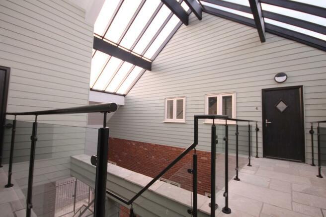 Atrium/Apartment Ent