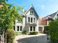 7 bed Detached house to rent in Albany Park Road...