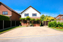 4 bed Detached property for sale in Elm Gardens...