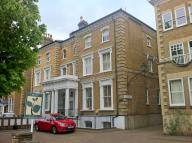 Flat in 122 Thurlow Park Road...