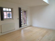 Town House to rent in REGENT PARADE...