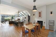 4 bed home in Buchanan Gardens, London...