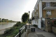 Apartment in Thames Crescent...