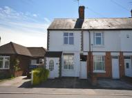 2 bed property in Victoria Road, Whetstone...