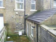 Flat to rent in King Cross Road, Halifax...