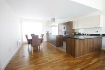 3 bedroom Flat in Bromyard House, Acton
