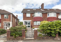 5 bedroom property in Perryn Road, Acton