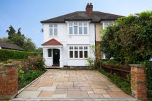 3 bedroom house in Staveley Road
