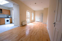 2 bedroom property in Mulberry Tree Mews...