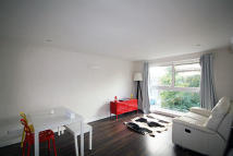 Flat to rent in Cambridge Road North...