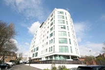Flat to rent in Rivers House, Brentford