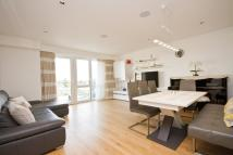 3 bedroom Flat for sale in Kew Bridge Road...