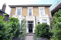 Flat to rent in Grosvenor Road, London