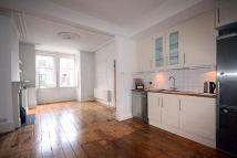 Flat to rent in Wilton Avenue, London