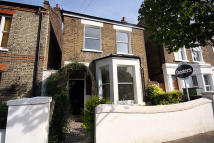 3 bed property in Rothschild Road