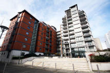 Flat to rent in Holland Gardens, Middx