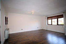 2 bedroom Flat in Brook Court, Brentford
