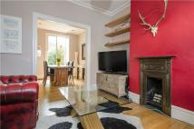 St. John's Hill Terraced property to rent