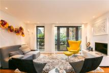 Apartment to rent in Elspeth Road, London...