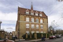 Apartment to rent in Este Road, London, SW11