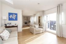 Apartment to rent in Battersea Rise, London...