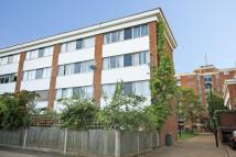 Flat in Sherwood Close, Ealing