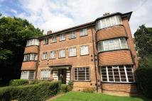 2 bed Flat in Cresta Court, Ealing