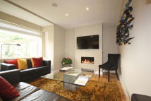 2 bedroom Flat for sale in Darwin Road, Ealing