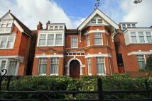 2 bedroom Flat to rent in Blakesley Avenue, Ealing