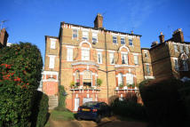 2 bed Flat to rent in Mattock Lane, Ealing