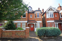 5 bedroom house in Amherst Avenue, Ealing