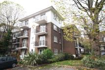 Flat to rent in Brompton Park Cresent...