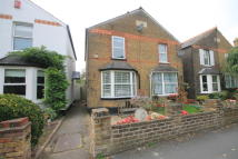 2 bedroom house to rent in Park Road, Sunbury...